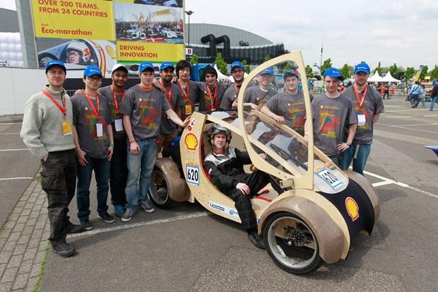 Aston Shell Eco Marathon - auto z kartonu