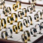 pierścionki w pudełku