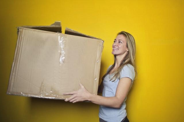 duże pudełko kartonowe